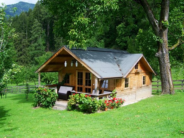 179247720-small-wooden-house-906912_640.jpg